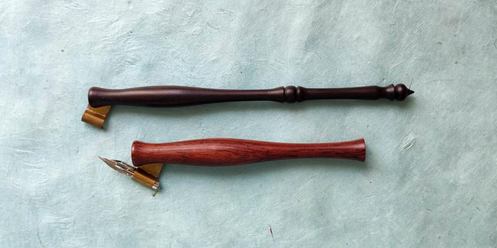 Les Apprentis Lettreurs - porte-plumes obliques en bois pour droitiers, de forme allongée et carotte